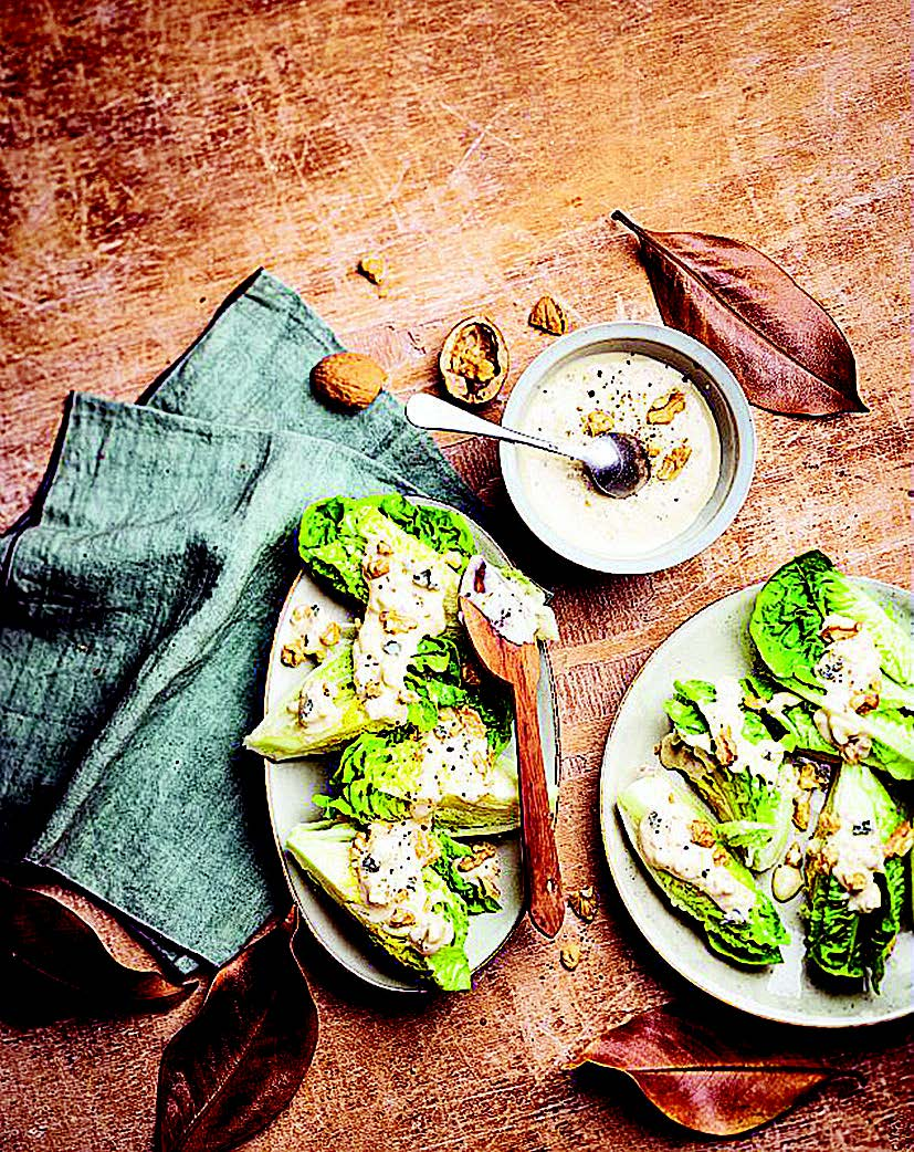 Salade de coeurs de laitue, sauce blue cheese