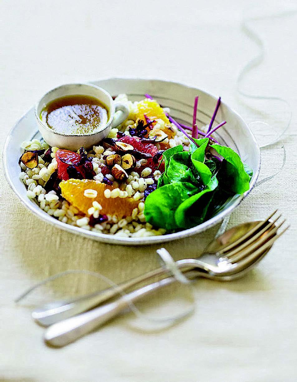 Salade d'orge perlé aux jeunes pousses et agrumes